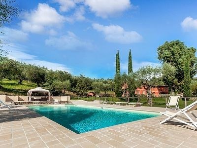 Photo for holiday vacation large tuscan villa rental, italy, tuscany, pool, internet wi-fi, air conditioning, walk to town, near f