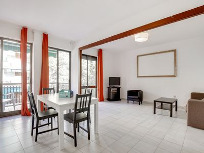 Photo for Cozy 3Bed/2Bath w/balcony close to Sagrada Familia