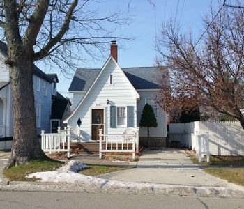 Photo for Cottage Charm - Downtown - 3 BR/1.5 BA Newly Remodeled Home