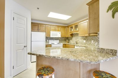 Full Size Kitchen with Granite Counter Tops