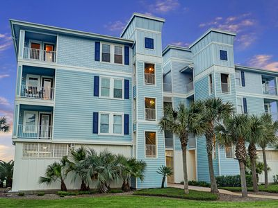 Photo for Beachfront at Pointe West. Walk to the beach and the club all just steps away!