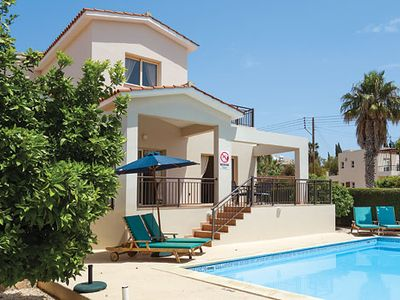 Photo for Bright Villa w/pool & BBQ, close to restaurants, shops and the beach