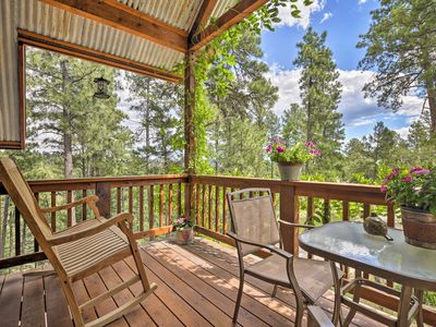 Photo for Cozy Ruidoso Cottage w/ Deck - 10 Min to Village!