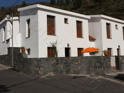 Photo for Open the door, go hiking ... nice holiday home in typical Canarian village, maximum