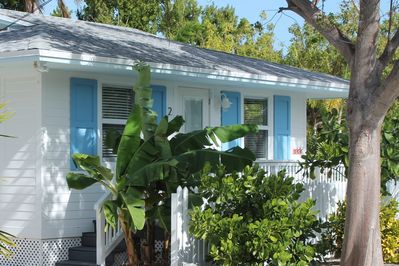 Bright & Clean Tropical Bungalow with Heated Pool, Bikes, Grill, and free  WiFi - Islamorada