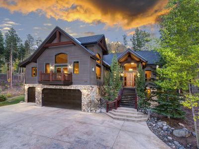 Photo for Mountain Views, Luxurious Amenities, Close to Town & Private Outdoor Hot Tub!
