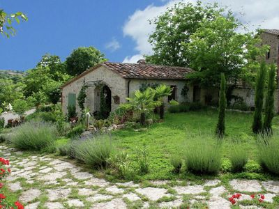 Photo for Relax in this apartment with a garden in the land between Sienna and Florence