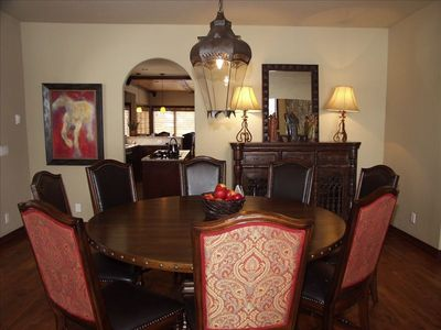 Dining room w seating for 8-10