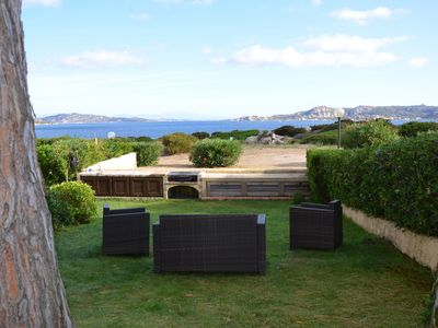 Photo for Apartment with large garden overlooking the sea