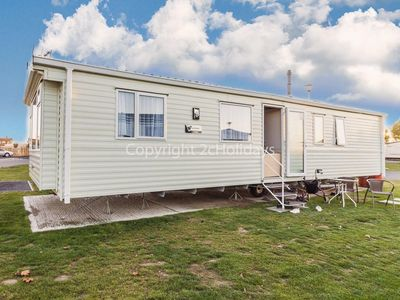 Photo for 8 berth caravan for hire near the beach on Seawick holiday park  Essex ref 27925