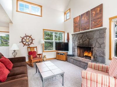 Photo for The Playhouse, single story beach house, spacious sun facing patio, dogs welcome
