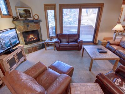Photo for Tennis Townhomes 1323 - Allows ONE dog, pool/hot tub, FREE WIFI, shuttle to slopes