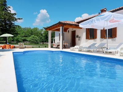 Photo for 3 bedroom Villa, sleeps 6 in Labin with Pool, Air Con and WiFi