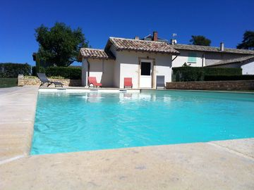 "4 ""épis"" charming gîte with pool in the Beaujolais – pets are allowed"