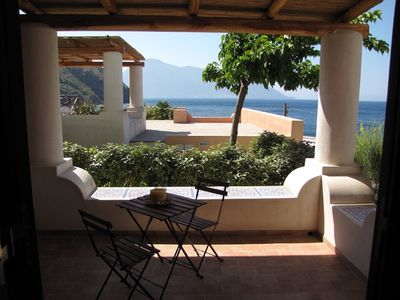 Photo for Comfortable apartment with terrace overlooking the sea, on the beach Wifi-Ericussa