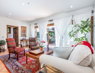 Living Area - Welcome to Los Angeles! This home is professionally managed by TurnKey Vacation Rentals.