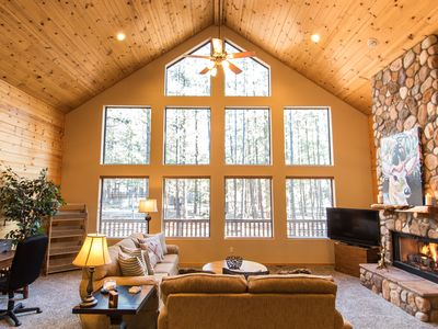 Photo for Escape the heat at this family-ready, fully-equipped cabin