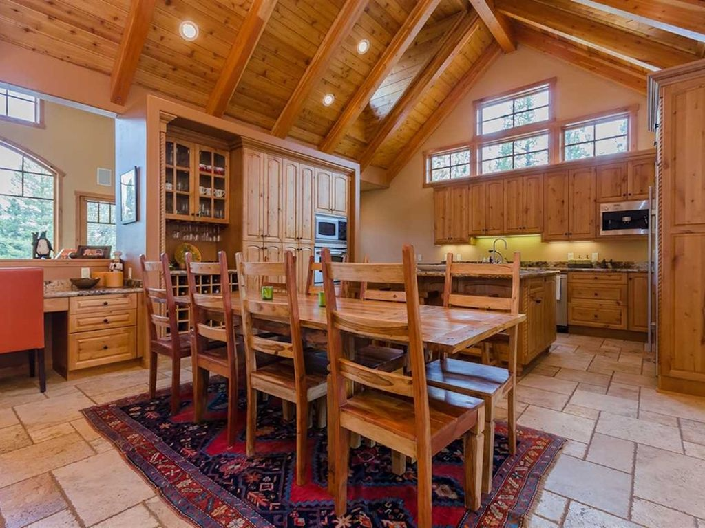 Beautiful 4700 Sf Home Ski In Ski Out Best Location In Mammoth 6 Br Vacation House For Rent