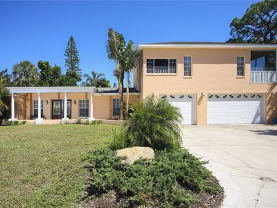 Photo for Lovely 4 bedroom 3 bath home just minutes from Siesta Key!