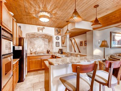 Photo for Beautiful condo in prime location near gondola w/ shared hot tubs & fire pit!