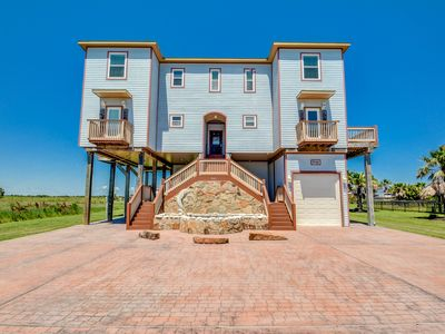 Luxury Beachhouse the perfect place to relax, sleeps 18 with Elevator