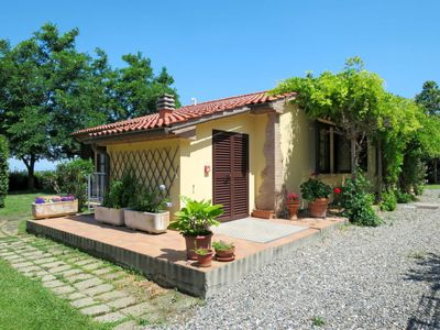 Photo for One bedroom Villa, sleeps 4 in Pomaia with Air Con and WiFi