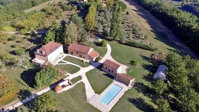 Photo for Holiday villa for 8/10 pers with private pool in Black Périgord