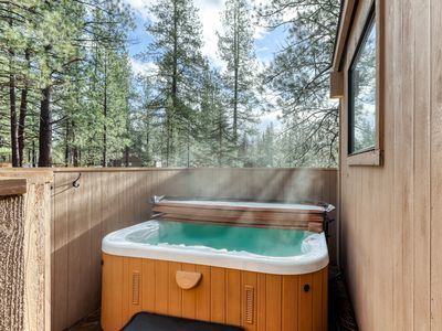 Photo for Charming home w/private hot tub, adult/kid bikes, strollers & 8 SHARC passes!