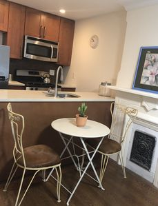 Photo for Bed-Stlyle! One bedroom apartment in trendy neighborhood