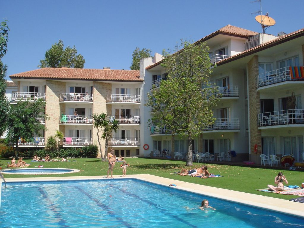 Appartements confortables avec piscine 50 m tres de la for Piscine 50 metres