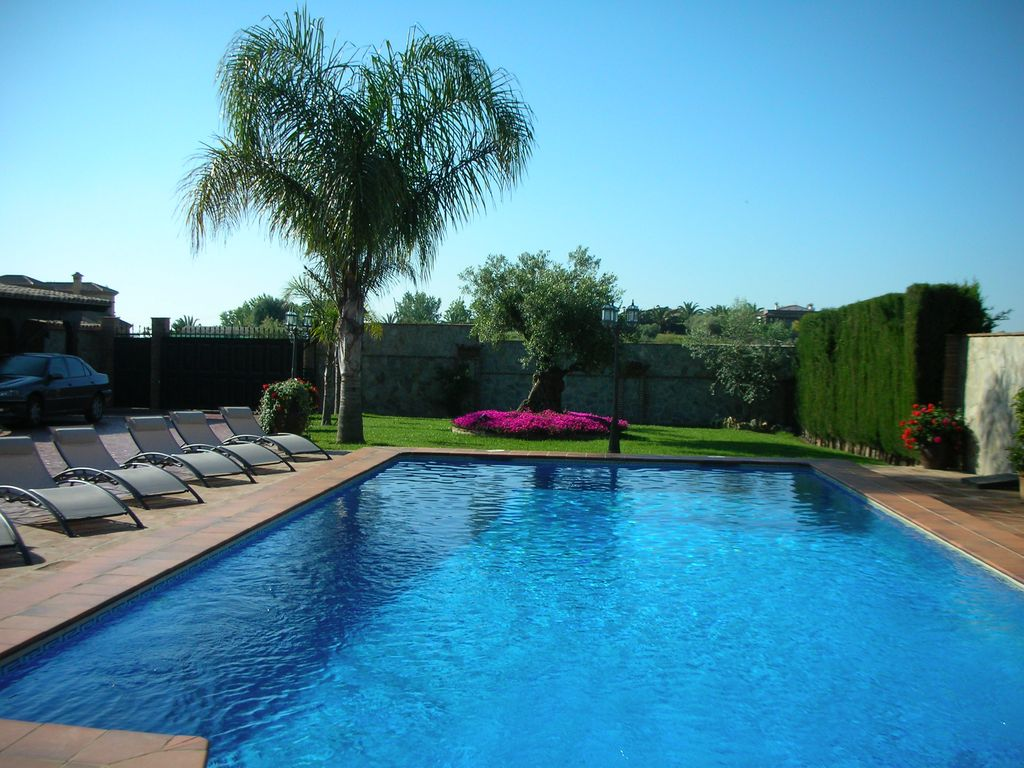 Mijas big house with swimming pool and nice garden for Big garden pools