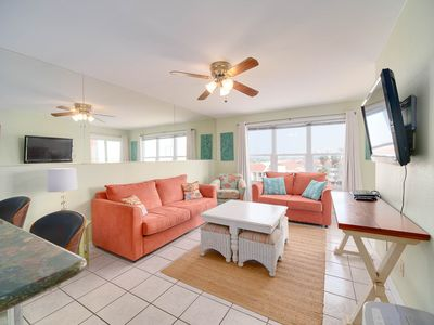Photo for Relaxing Condo, Great Location, 3 Minute Walk To The Beach