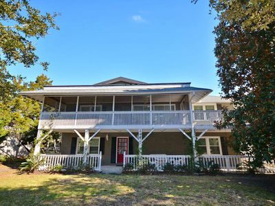 Davis Cottage, Lovely 4 BR Very Private Home, 1 Block from the Beach with Beautiful Porches