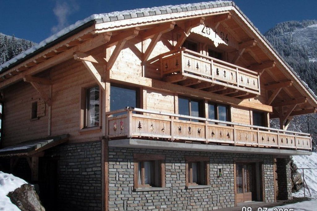 individual chalet for 23 people in chatel haute savoie. Black Bedroom Furniture Sets. Home Design Ideas