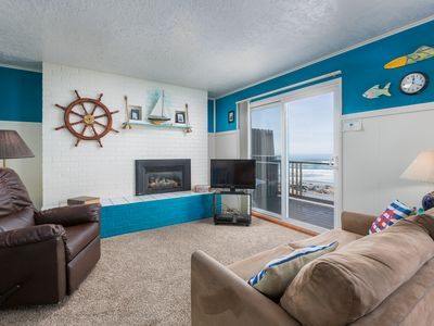 Photo for Weatherly - Queen bed, Ocean balcony, kitchen, Fireplace, Wifi, double sleeper