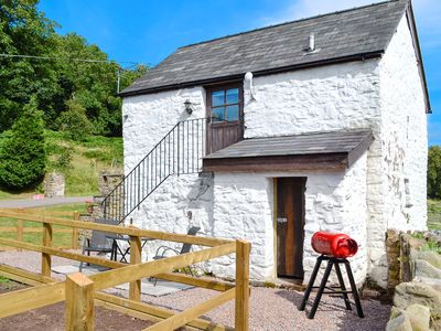 Photo for 1 bedroom accommodation in Llanellen, near Abergavenny
