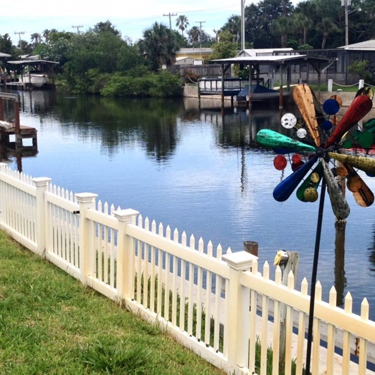 Hamptons Rentals By Owner: Near Port Canaveral Cozy Waterfront Property/Merritt