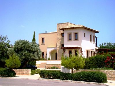 Photo for This 3-bedroom villa for up to 6 guests is located in Paphos and has a private swimming pool, air-co