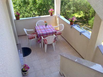 Photo for Two bedroom apartment with terrace Banjol (Rab)