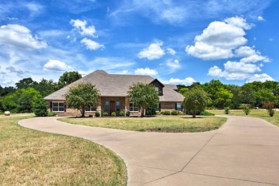 Enjoy a comfortable retreat at Stallion Lake Ranch in Lindale!