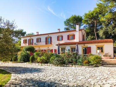Photo for Beautiful charming villa with 1 hectare of garden, swimming pool, jacuzzi and sauna.