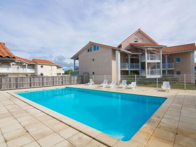 Photo for Lovely apartment with internet, pool, TV, balcony, washing machine, pets allowed and parking
