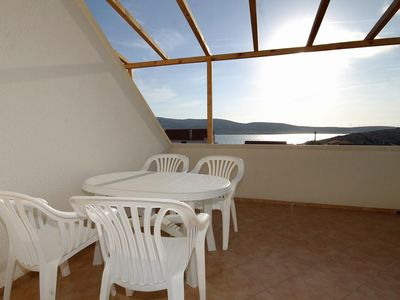 Photo for One bedroom apartment with terrace and sea view Zubovići, Pag (A-9363-a)
