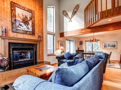 Photo for Private Outdoor Hot Tub, Wi-Fi, Gas Grill, Gas Fireplace, Private Ski Shuttle