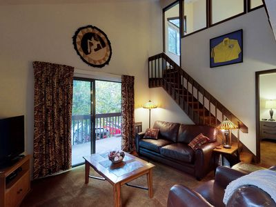 Photo for NEW LISTING! Cozy condo w/balcony, shared pool, hot tub & tennis, walk to lifts