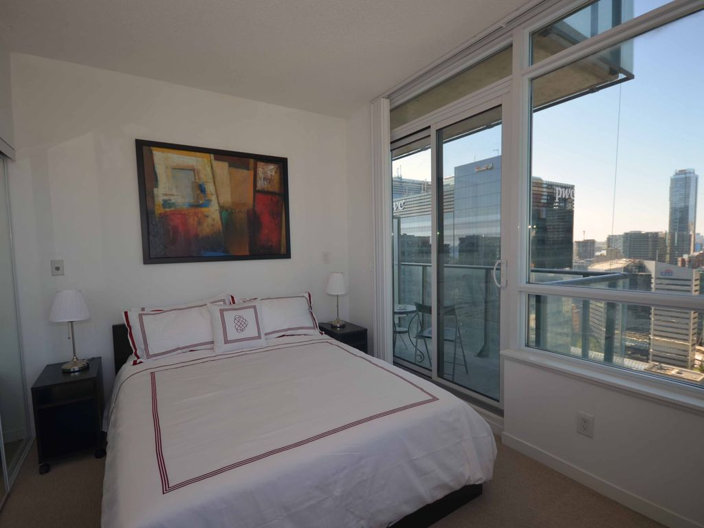One Bedroom luxuriously furnished apartment in downtown Toronto for 2