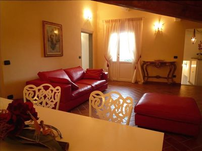 Photo for Dei Neri - Bright and beautiful Florence apartment in the Duomo area