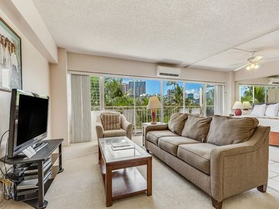 Laid-Back Charm in Beach Suite w/Full Kitchen, Free WiFi–Waikiki Shore  #416