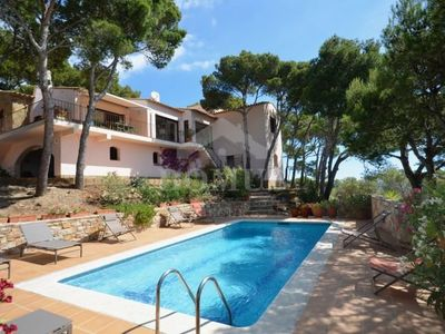Photo for 6 bedroom Villa, sleeps 12 in Begur with Pool