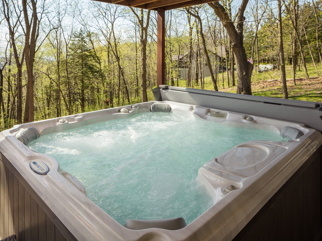 4 BR/5.5Bath ~ Outdoor Hot Tub ~ Pool Table... - HomeAway